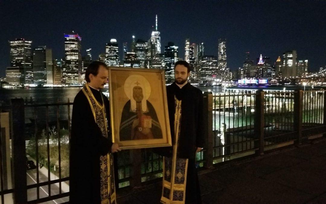В канун дня памяти святителя Тихона духовенство Патриаршего собора совершило автомобильный крестный ход по всем районам Нью-Йорка