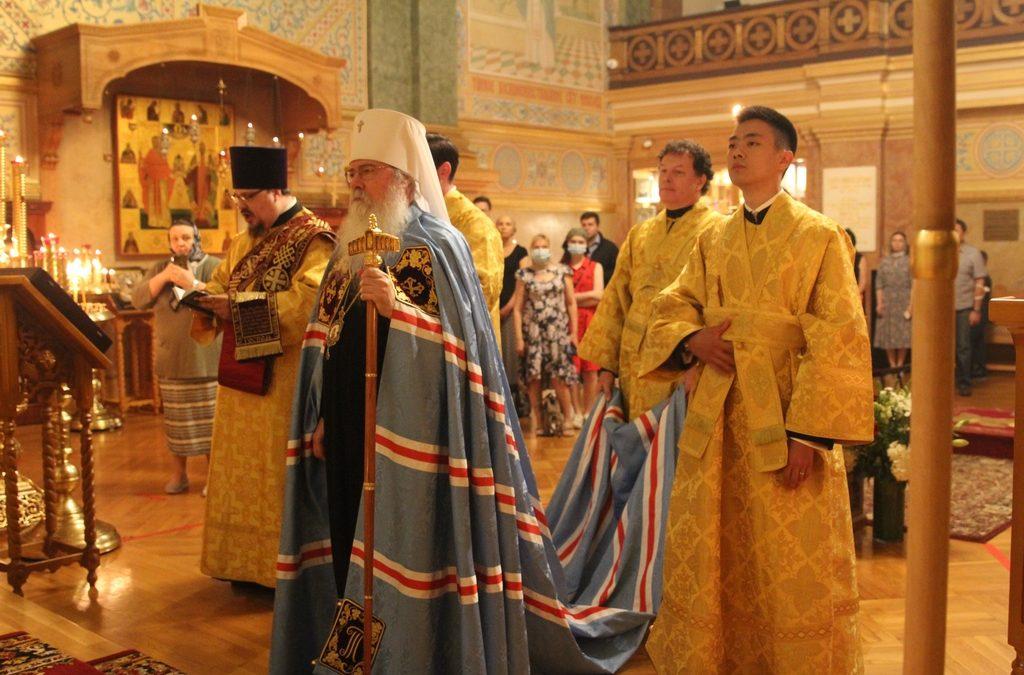 Митрополит Иларион сослужил Блаженнейшему Митрополиту всей Америки и Канады Тихону в Свято-Николаевском соборе Нью-Йорка
